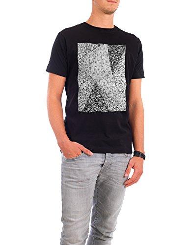 """Design T-Shirt Männer Continental Cotton """"Black & White Triangle 03"""" - stylisches Shirt Tiere Abstrakt Geometrie Natur Fashion von Sarah Plaumann Schwarz"""