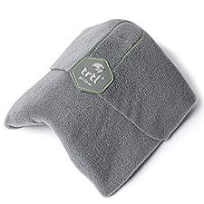 Trtl Pillow ist das Reisekissen neu erfunden.  Für Trtl Pillow ist es wissenschaftlich belegt, den Kopf in einer besseren ergonomischen Position während eines langen Fluges zu halten.  Besser als ein U-förmiges Reisekissen, es wurde strategisch desig...