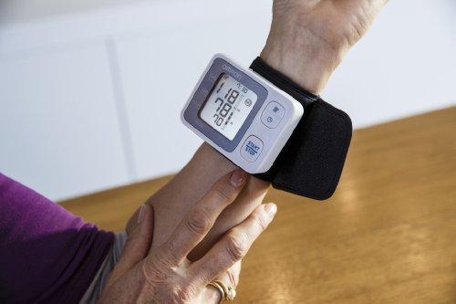 Omron RS3   Tensiómetro de muñeca  detección de movimiento corporal y de pulso arrítmico