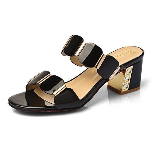 La moda estiva indossa una traccia di parole/Signore con sandali spessi A
