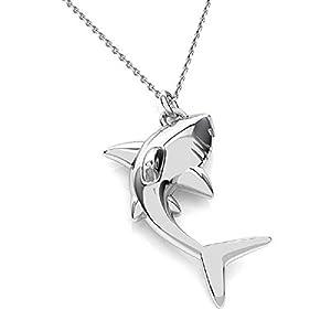 Collar con colgante de tiburón