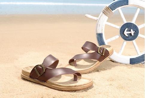 JiZhi Uomo scarpe / pantofole estate / sandali / ciabatte / antiscivolo / piedi della clip / scarpe da spiaggia / casuali tallone piano / marrone e nero / Walking Brown