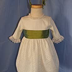 Vestido de celebración de lino con detalles en verde