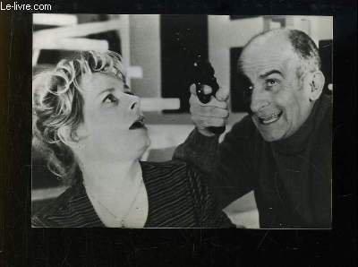 1 photographie de presse argentique, en noir et blanc, tirée du film ' Jo ' avec Louis de Funès et Christiane Muller.