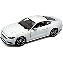 Maisto - Coche de juguete Exclusive 2015 Mustang GT 50th Anniversary edition, escala 1/18, color blanco (38133)