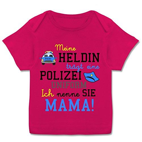 Polizei Mädchen T-shirt (Anlässe Baby - Meine Heldin trägt eine Polizei Uniform Mama - 56-62 (2-3 Monate) - Fuchsia - E110B - Kurzarm Baby-Shirt für Jungen und Mädchen)