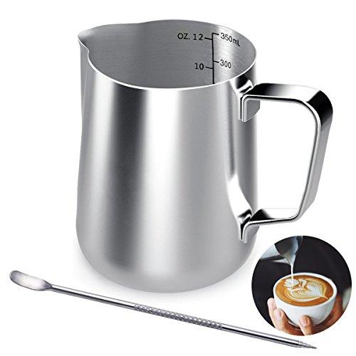 Milchkännchen, 350 ML Handheld Edelstahl Milchkanne Aufschäumkännchen, Kaffee Milch Aufschäumer Kännchen mit Messung Mark und Latte Art Pen, Milchkännchen perfekt für Barista Cappuccino Espresso (Maker Kaffee-latte)