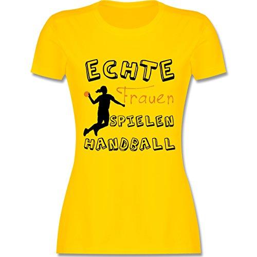 Handball - Echte Frauen Spielen Handball - tailliertes Premium T-Shirt mit Rundhalsausschnitt für Damen Gelb