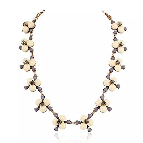 La Mode Européenne Et Américaine Des Femmes Texture De Fleurs Fraîches Collier En Alliage De Perles white