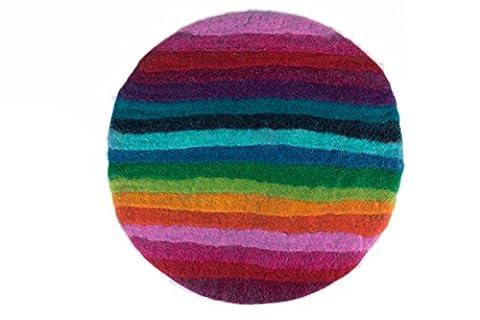 Rundes Stuhlkissen aus 100% reinem Merinofilz in Regenbogenfarbe. Bankkissen, Bodenkissen oder Dekokissen ca. 35 cm Durchmesser für Designerstühle, Bänke und auch Gartenbänke und Stühle