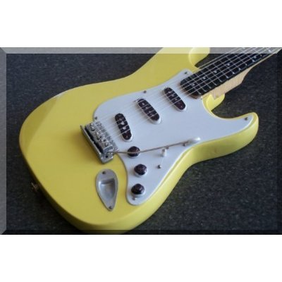 richie-blackmore-miniatur-gitarre-deep-purple-fender-stratocaster