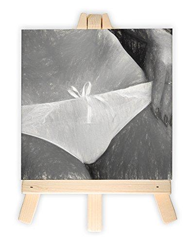 schwarz weiß Frau mit Bikinislip, Format: 15x15 cm, Minileinwandbild inkl. Staffelei, kreativer Dekoartikel & Geschenkartikel für jeden Anlass. Sehr schön im Büro, Wohnzimmer, Kinderzimmer, Schlafzimmer oder Arbeitszimmer.