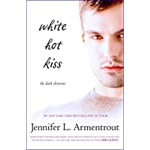 White Hot Kiss (The Dark Elements Book 1) (English Edition)