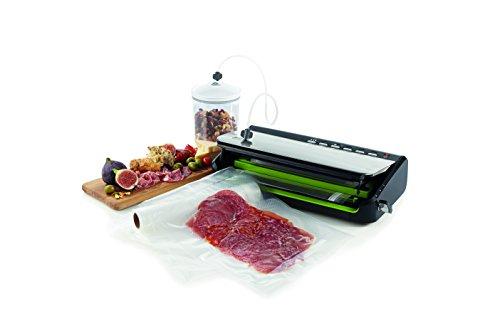 41We5pFBi4L - Foodsaver Food Vacuum Sealer Machine with Integrated Roll Storage, Bag Cutter & Delicate Food Mode, Includes Assorted Vacuum Sealer Bags, FFS005