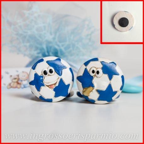 12 pezzi di magnete/calamita in resina colorata a forma di palloni di calcio animati con stelline celeste da maschietto - bomboniere nascita,battesimo,comunione,compleanno,eventi sportivi