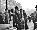 Stampa artistica 'Bacio all'Hotel de Ville, Paris, 1950', per Robert Doisneau, Dimensione: 30 x 24 cm
