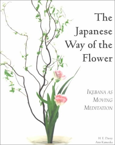 The Japanese Way of the Flower: Ikebana as Moving Meditation by H. E. Davey (2000-09-01)