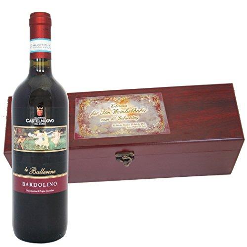 Rotwein Bardolino Cantina Castelnuovo del Garda, in edler Wein-Schatulle mit Ihrer Widmung, inklusive 4 Wein-Accessoires: Korkenzieher, Tropfring, Ausgießer und Flaschen-Verschluss - von Geschenke mit Namen (Rot-wein-accessoires)