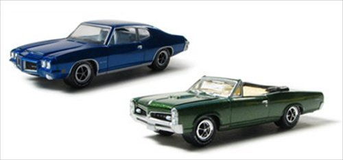1967-pontiac-gto-convertible-green-1971-pontiac-gto-blue-2pc-car-set-with-cases-1-64-by-greenlight-2