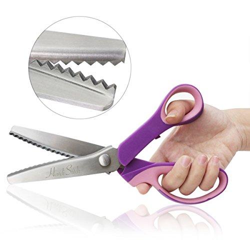 Preisvergleich Produktbild Zackenschere, Handi Stitch Stoffschere Wellen zick zack schere für Hobbyschneider Edelstahl Rostfrei Stoffe Schneiderschere mit Komfortgriff 23 cm, Scalloped-pink purple