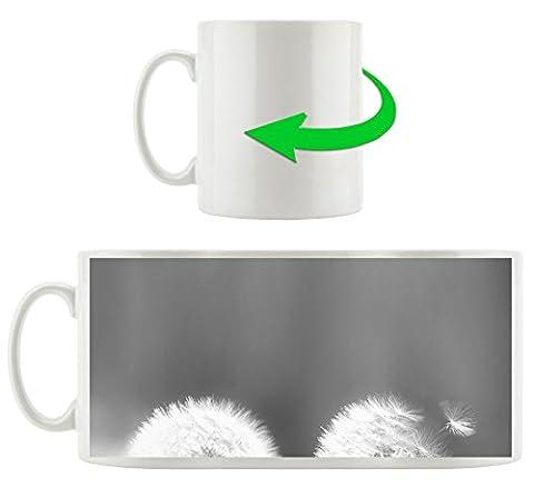 Pusteblumen im morgendlichen Wind Kunst B&W, Motivtasse aus weißem Keramik 300ml, Tolle Geschenkidee zu jedem Anlass. Ihr neuer Lieblingsbecher für Kaffe, Tee und Heißgetränke
