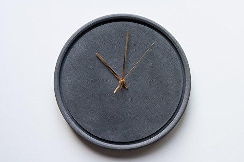 horloge-en-beton-noir-de-vigne-murale