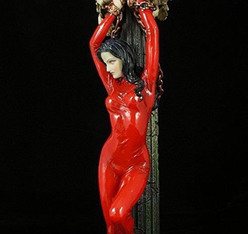 Unbekannt Nemesis Now Erotik-Kerzenständer, Modell Frau in roter Latex-Catsuit - Modelle Erotik