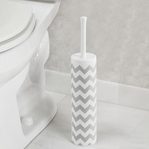 mdesign-slim-toilet-bowl-brush-and-holder-per-bagno-grigio-bianco-chevron