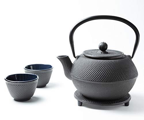 Tealøv TEEKANNE GUSSEISEN 800 ml - KOMPLETTES Set Gusseisen Teekanne mit Sieb, Teetassen und Untersetzer Teeservice im Japanischen Stil -Arare Schwarz