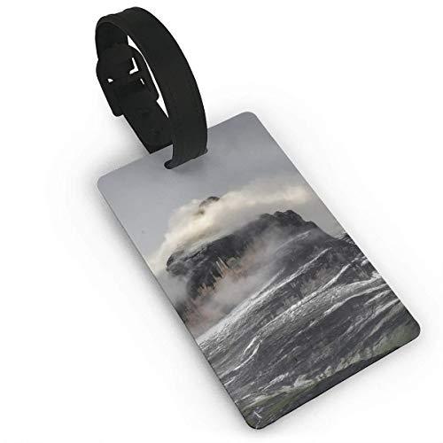 Bedruckte Reisekoffer-Kofferanhänger von Cloudy Rocky Mountain, stilvoller und wiedererkennbarer Gepäckanhänger, beschreibbarer Name auf der Rückseite, Autonamen-ID