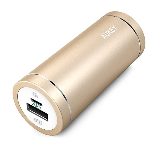 AUKEY Bateria externas 5000mAh, Power Bank, Cargador 5V/2A con AIPower Tech para iPhone, iPad, iPod, Smartphone, MP3, MP4, PSP, GPS, Samsung Android Dorado