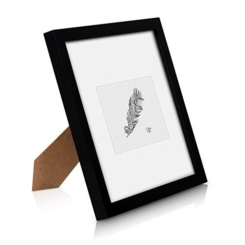 Classic by Casa Chic Quadratischer Bilderrahmen aus Echtholz - 25x25 cm mit Glasscheibe - Schwarz - Mit Passepartout 10x15 cm - Rahmenbreite 2cm