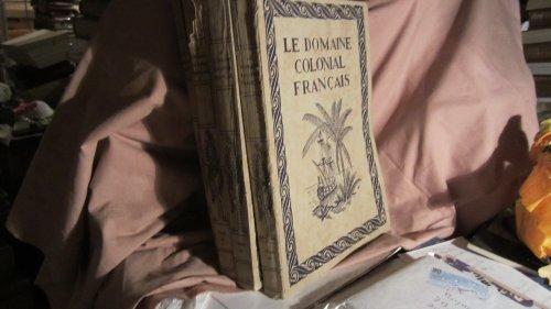 Le domaine colonial français en 4 volumes : 1 - vue generale sur l' histoire de la colonisation 2 - afrique du nord et afr. noire 3 - madagascar, ... 4 - agriculture, art et medecine...