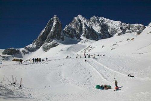 The Poster Corp Panoramic Images - People enjoying snow tubing at Jade Dragon Snow Mountain Lijiang Yunnan Province China Photo Print (91,44 x 60,96 cm) (Snow Tubing)