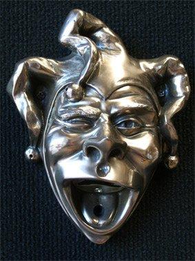 mainly-metal-ouvre-bouteille-mural-en-argent-satine-finition-metallique-motif-bouffon