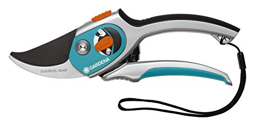 Gardena ergonomic Comfort Secateurs with Extra Narrow Cutting Head