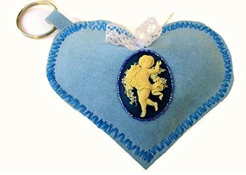 portachiavi-cuore-blu-morbido-di-stoffa-ricamato-a-mano-con-perline-antico-cammeo-ivory-innamorati