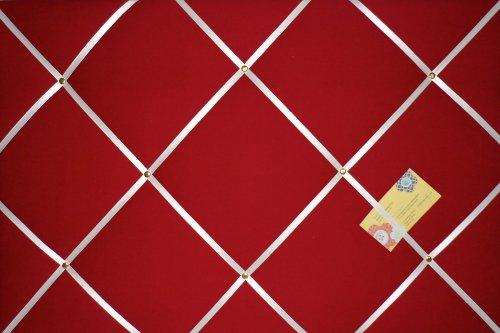 Pinnwand aus Stoff mit Bändern, handgefertigt, Rot / Weiß (White Ribbon Board)