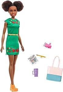 Mattel Barbie-Muñeca Vamos de Viaje Nikki con Accesorios, Multicolor GBH92