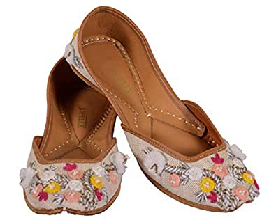 JOPELLE The White Daisy Flower Handcrafted Leather Punjabi Juttis Mojari for Women