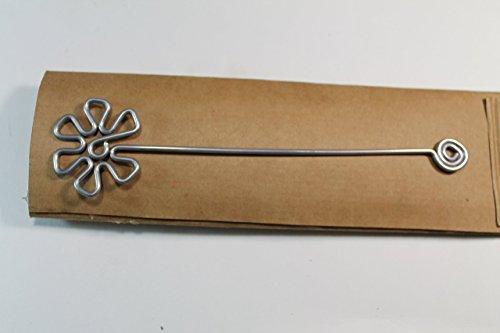 Segnalibro Fiore Argento,interamente realizzato a mano in alluminio e corredato di custodia in cartoncino,anch'essa realizzata a mano!Un pensiero semplice e di effetto!