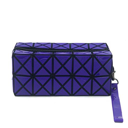 Lavare La Collezione Di Sacchetti Cosmetici Da Viaggio Multiuso Mano In Possesso Di Un Sacchetto Cosmetico Professionale Purple