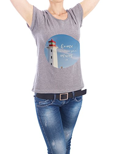"""Design T-Shirt Frauen Earth Positive """"Home is where Mum is"""" - stylisches Shirt Typografie von artboxONE Edition Grau"""