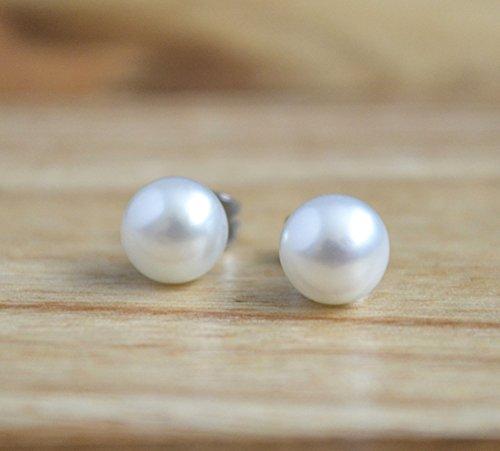 classic-freshwater-pearl-stud-earrings-hypoallergenic