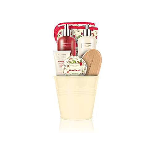 winter-in-venice-woodlands-single-pot-luxurious-toiletries-infused-with-natural-fruit-and-plant-extr