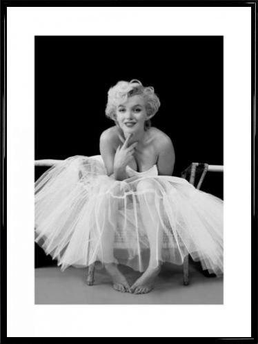 Marilyn Monroe Poster Kunstdruck und Kunststoff-Rahmen - Ballerina (80 x 60cm)