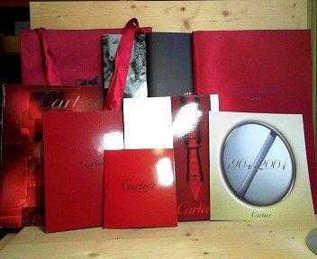 Katalog von Cartier über Taschen, Leder und Accessoires - Ausgabe 2001 (ED LE 2704) mit beiliegender Preisliste. - Cartier Art Magazine Nr.8. -