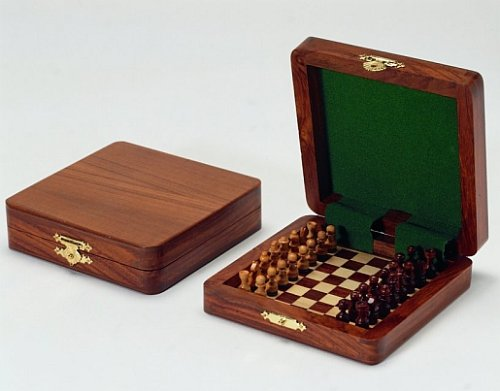 Magnetschachspiel aus Palisanderholz, 13 x 13 x 3,5 cm, Königshöhe 20 mm