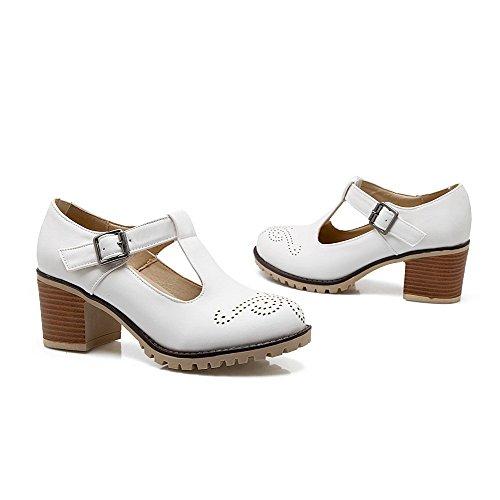 AllhqFashion Damen Weiches Material Rund Zehe Mittler Absatz Schnalle Rein Pumps Schuhe Weiß