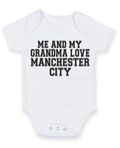Me und My Grandma Love Manchester City Text Style – Baby Grow Weste Body (3–6 Monate) ein perfektes Geschenk für Weihnachten, Geburtstag, Taufe, Party, Geschenk, (Party Poppers Weihnachten)